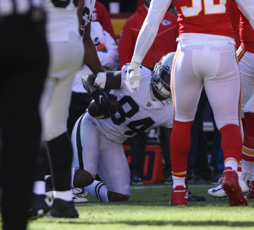 Oakland Raiders wide receiver Cordarrelle Patterson (84) makes a catches against the Kansas City Chiefs during the first half of a NFL game in Kansas City, Mo., Sunday, Dec. 10, 2017. Heidi Fang L ...