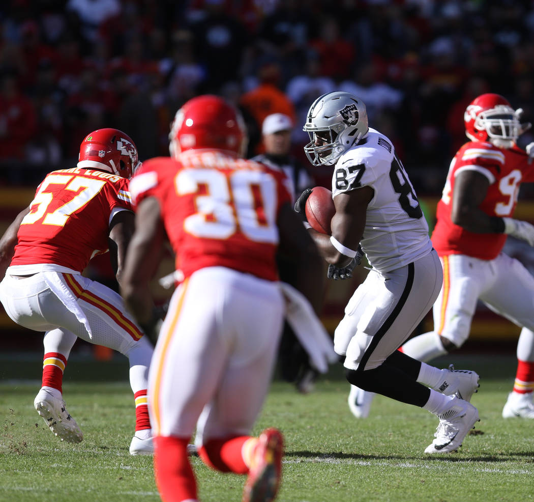 Oakland Raiders tight end Jared Cook (87) catches a pass against the Kansas City Chiefs during the first half of a NFL game in Kansas City, Mo., Sunday, Dec. 10, 2017. Heidi Fang Las Vegas Review- ...