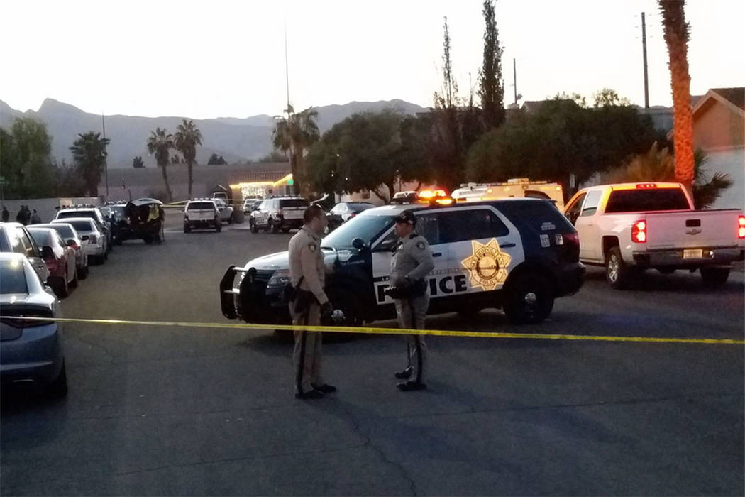 Las Vegas police investigate a deadly shooting Saturday afternoon in the 4100 block of Overbrook Drive. (Mike Shoro/Las Vegas Review-Journal)