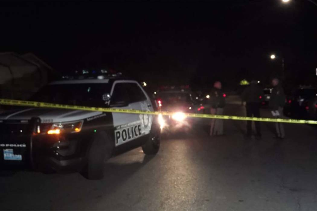 Las Vegas police investigate a shooting at a trailer in the southeast valley that left one man dead late Tuesday. (Max Michor/Las Vegas Review-Journal)