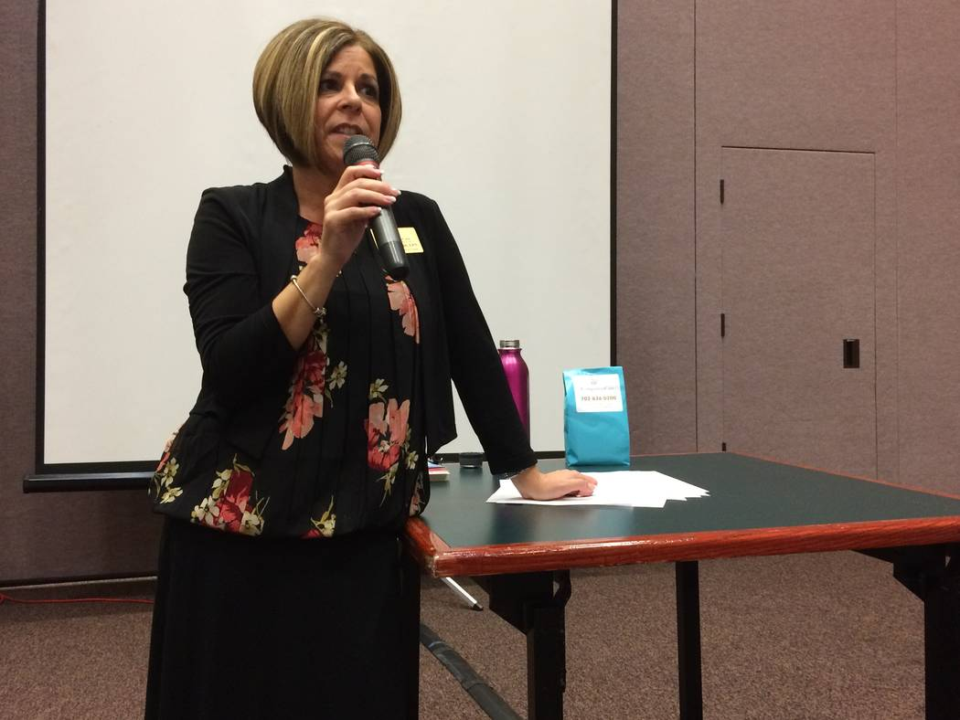 Compassion Care hospice nurse Julie McIntosh talks to Sun City Summerlin residents Sept. 26, 2017, about managing pain without resorting to addictive opioids. (Jan Hogan/VIEW)