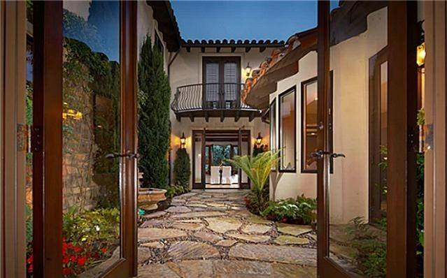 Luxury Designer Experts say the Tuscan design is falling out of favor in the Las Vegas luxury home market.