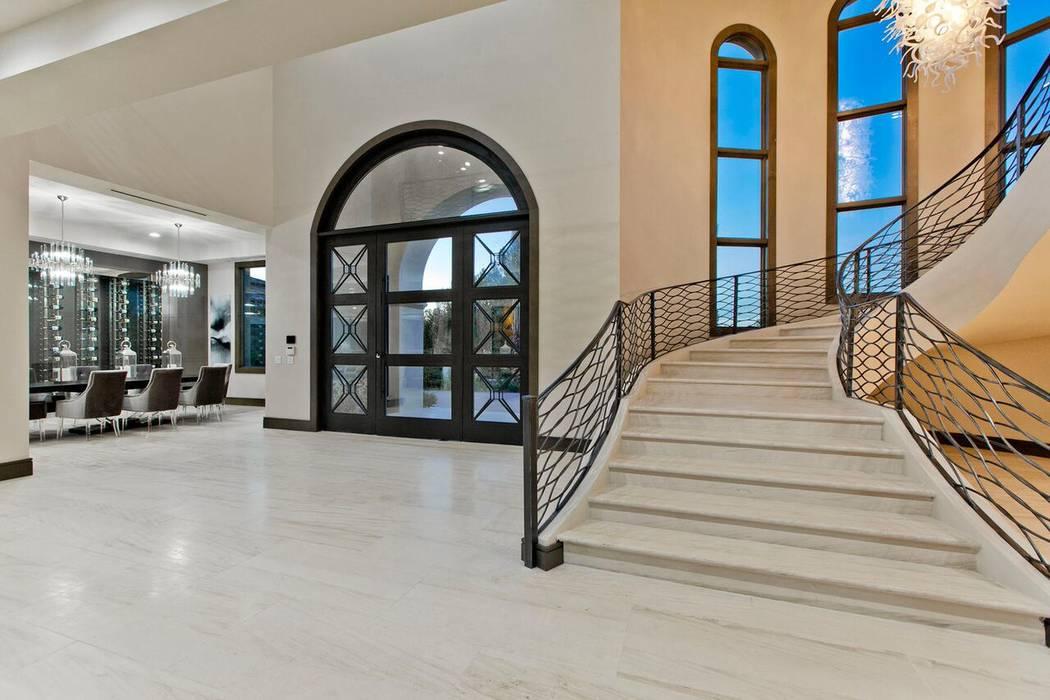 The luxury modern design calls for more open spaces. (Luxury Designer)