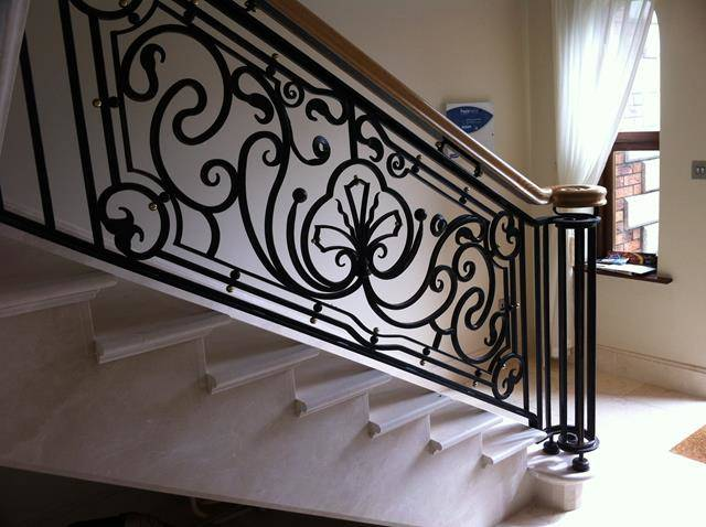 Traditional staircase. (Luxury Designer)