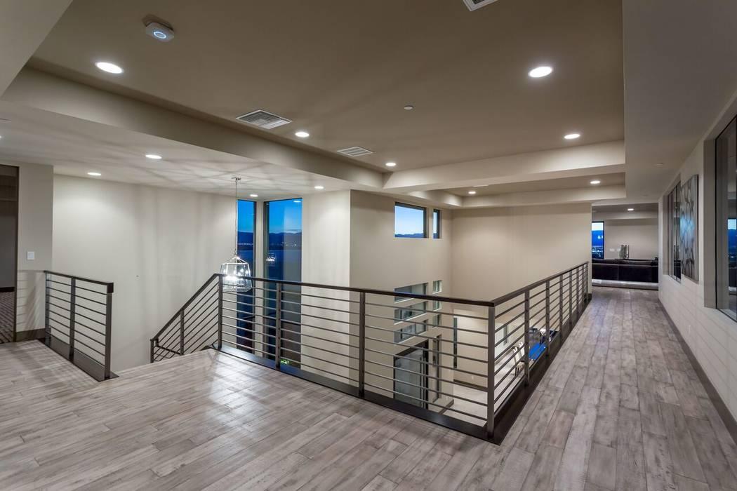 Modern luxury home designs favor lofts. (Luxury Designer)