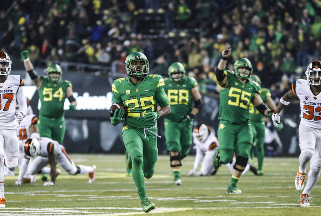 Oregon running back Kani Benoit (29), runs in a touchdown the the fourth quarter against Oregon State in an NCAA college football game Saturday, Nov. 25, 2017 in Eugene, Ore. (AP Photo/Thomas Boyd)