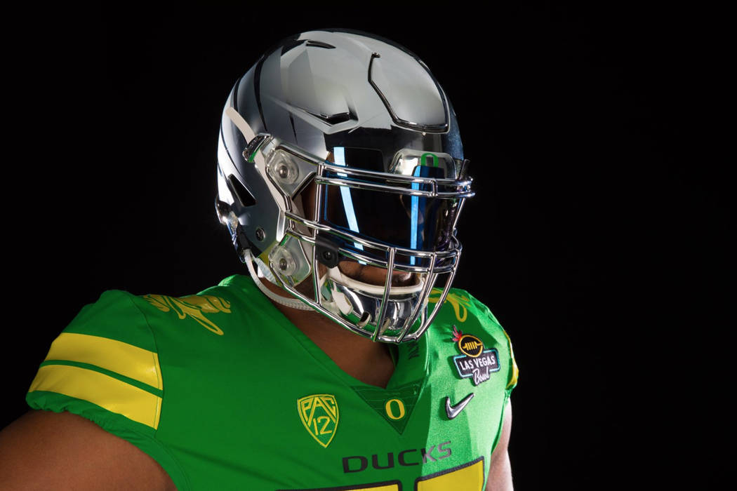 Oregon announced on Twitter on Thursday that it will wear all green uniforms and silver helmets on Saturday for the Las Vegas Bowl. (@oregonfootball/Twitter)