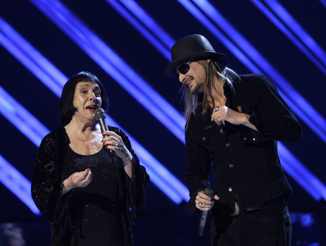 Kid Rock and Keely Smith present an award at the 50th Annual Grammy Awards on Sunday, Feb. 10, 2008, in Los Angeles. (AP Photo/Kevork Djansezian)