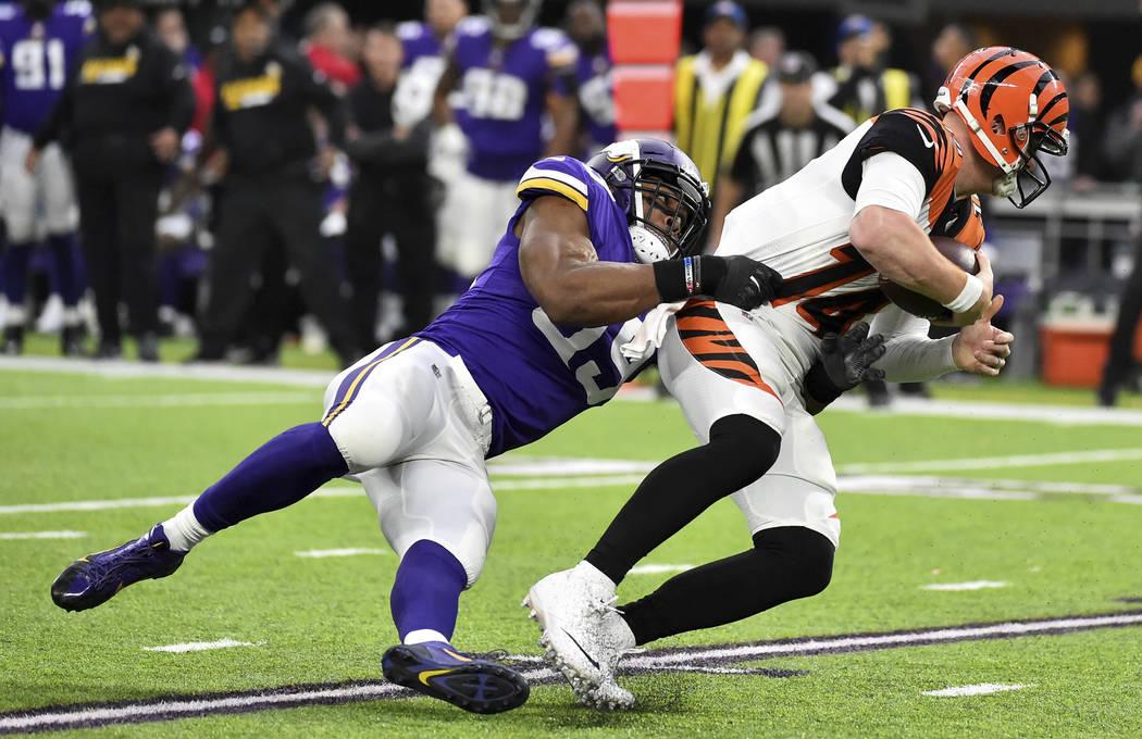 Minnesota Vikings defensive end Danielle Hunter, left, sacks Cincinnati Bengals quarterback Andy Dalton during the first half of an NFL football game, Sunday, Dec. 17, 2017, in Minneapolis. (AP Ph ...