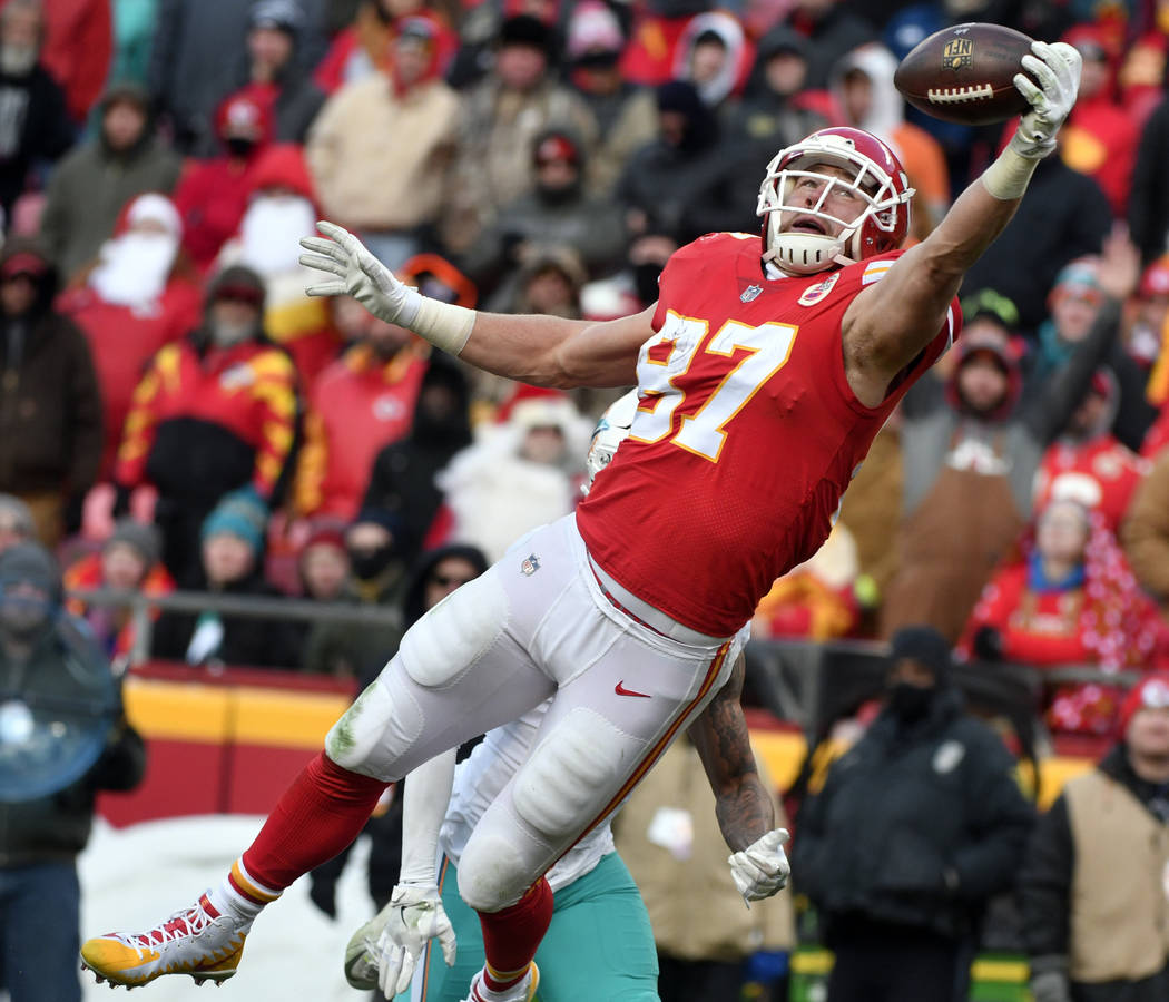 Kansas City Chiefs tight end Travis Kelce (87) makes a one-handed catch of the ball in the end zone but drops it during the second half of an NFL football game against the Miami Dolphins in Kansas ...