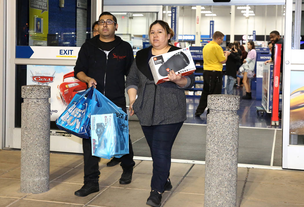 Jorge Santiago and his wife, Lesly, walk out with their purchases at Best Buy in Henderson, in Las Vegas. (Bizuayehu Tesfaye/Las Vegas Review-Journal) @bizutesfaye
