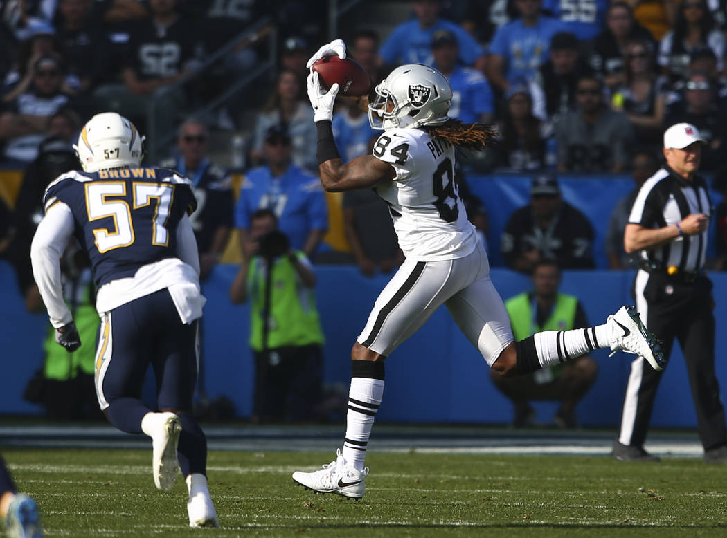 Oakland Raiders wide receiver Cordarrelle Patterson (84) catches a pass during an NFL game against the Los Angeles Chargers at StubHub Center in Carson, Calif. on Sunday, Dec. 31, 2017. Chase Stev ...