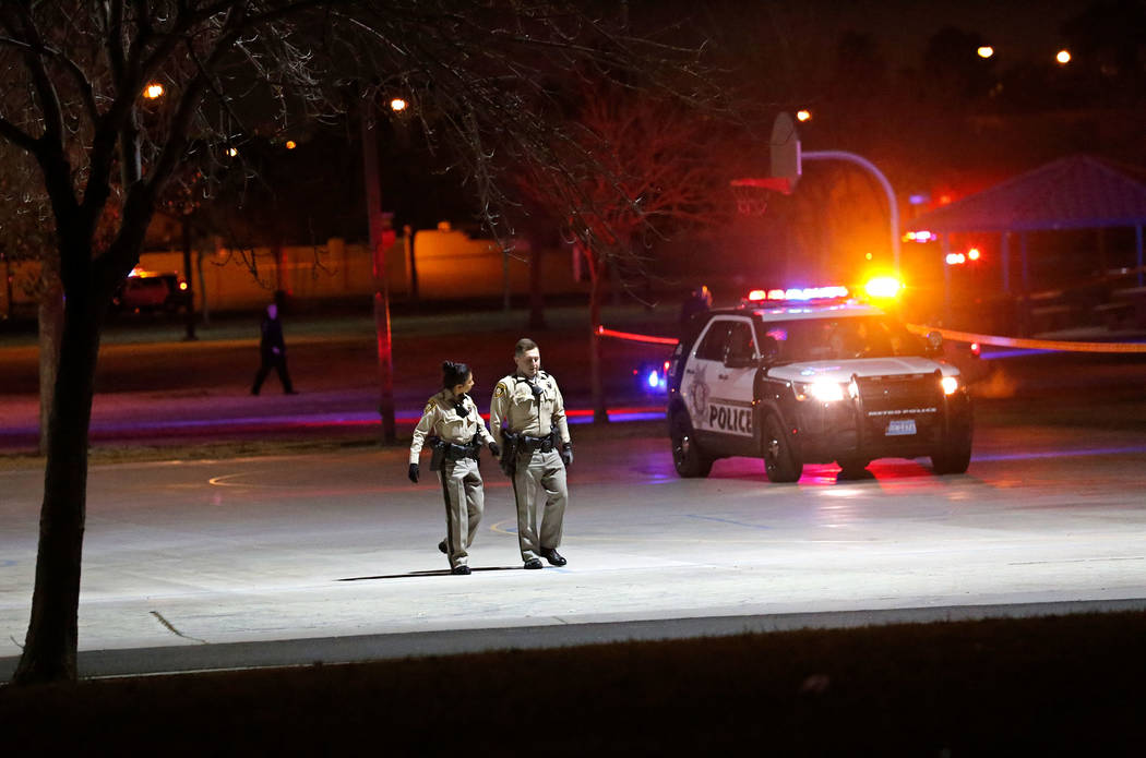 Police officers investigate a fatal shooting at Lewis Family Park in Las Vegas, Thursday, Jan. 18, 2018. (Chitose Suzuki Las Vegas Review-Journal)