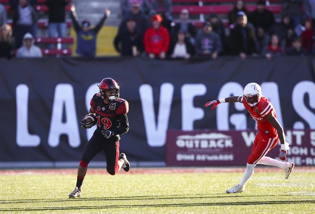 San Diego State running back Donnel Pumphrey (19) runs the ball past Houston cornerback Howard Wilson (6) during the Las Vegas Bowl at Sam Boyd Stadium in Las Vegas on Saturday, Dec. 17, 2016. (Ch ...