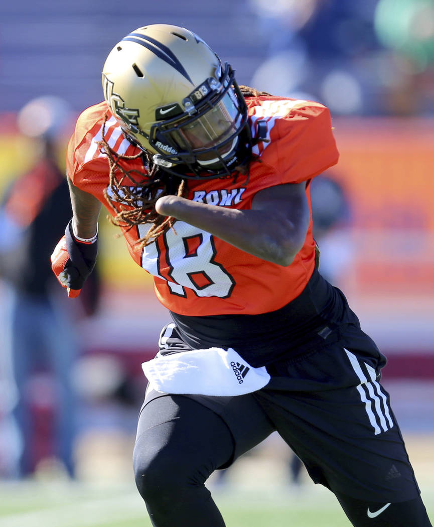 South Squad outside linebacker Shaquem Griffin, of Central Florida, runs drills during the South's team practice Tuesday, Jan. 23, 2018, in Mobile, Ala., for Saturday's Senior Bowl NCAA college fo ...