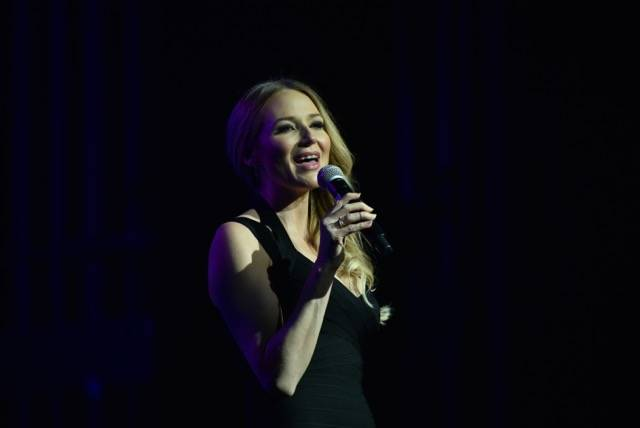 Folk star Jewel performs at the Nevada Ballet Theatre's Black and White Gala at Wynn Las Vegas on Saturday, Jan. 27, 2018. (Cashman Photography)