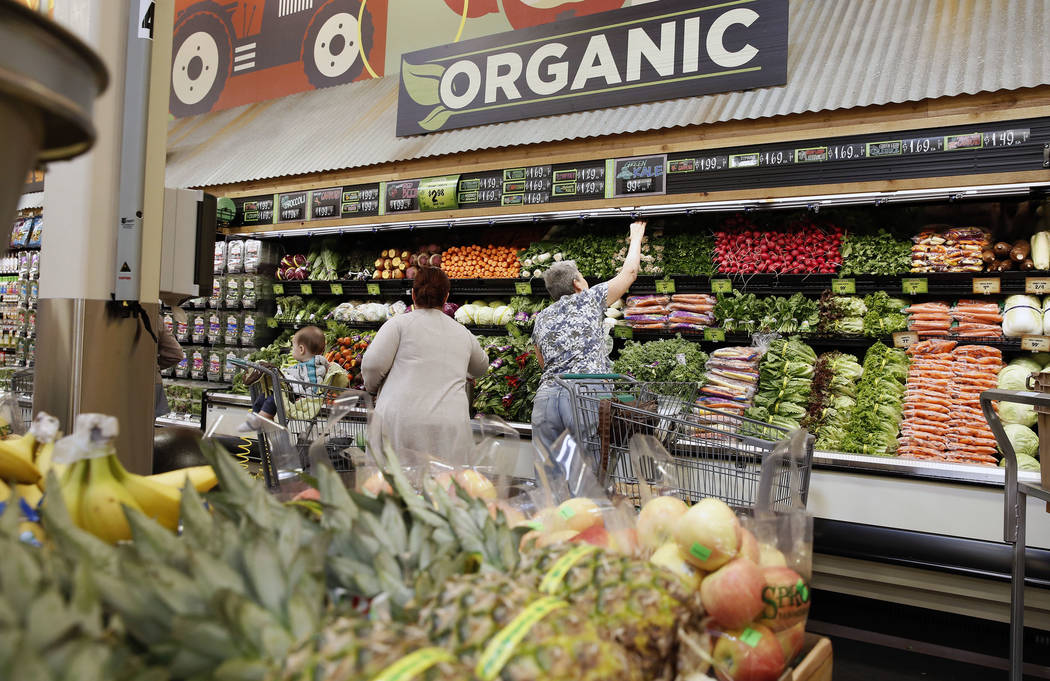 Customers shop on the opening day of Sprouts Farmers Market at 8441 Farm Road, in Las Vegas on Wednesday Sept. 27, 2017. Bizuayehu Tesfaye Las Vegas Review-Journal @bizutesfaye