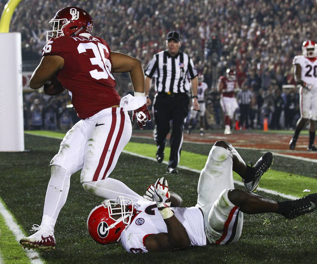 Oklahoma Sooners fullback Dimitri Flowers (36) scores a touchdown over Georgia Bulldogs linebacker Roquan Smith (3) during the second half of the College Football Playoff semifinal at the Rose Bow ...