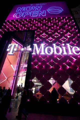 T Mobile Opens Its First Ever 2 Story Store On The Strip Las