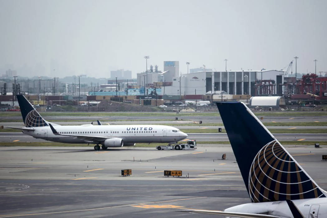 United Airlines planes are seen on platform at the Newark Liberty International Airport in New Jersey, July 8, 2015. (Eduardo Munoz/Reuters)