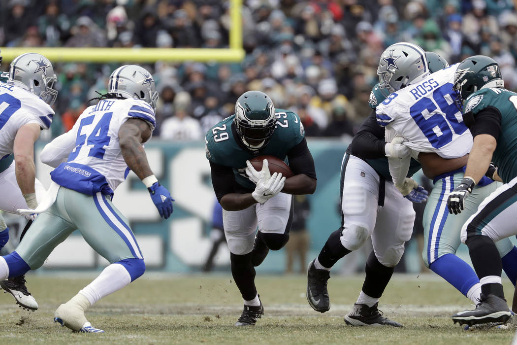 Philadelphia Eagles' LeGarrette Blount in action during the first half of an NFL football game against the Dallas Cowboys, Sunday, Dec. 31, 2017, in Philadelphia. (AP Photo/Michael Perez)