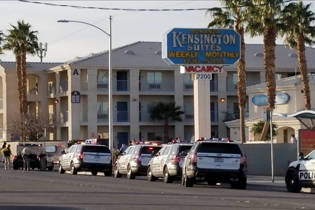 Las Vegas police investigate a homicide at Kensington Suites northwest of downtown Las Vegas on Tuesday, January 16, 2018. (Mike Shoro/Las Vegas Review-Journal)