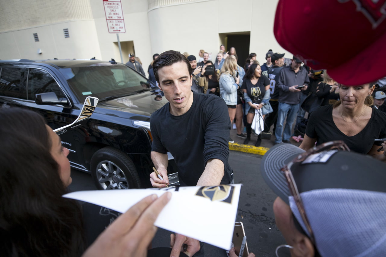Golden Knights' new policy will restrict autographs to kids only