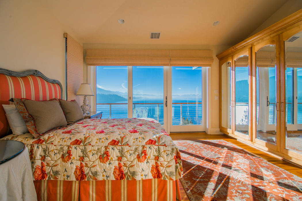 Rooms have views of the lake. (Oliver Luxury Real Estate)