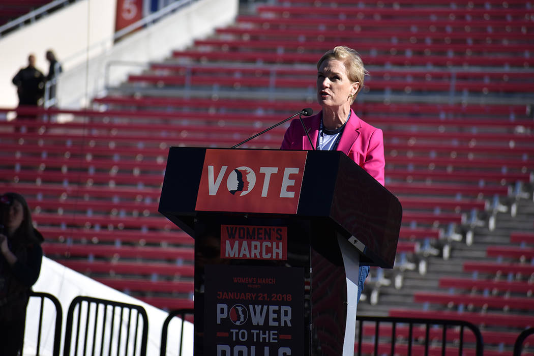 """""""Hoy estamos en solidaridad con los 'dreamers'"""": Cecile Richards, presidenta de Planned Parenthood. 21 de enero del 2018 en estadio Sam Boyd. Foto Anthony Avellaneda / El Tiempo."""