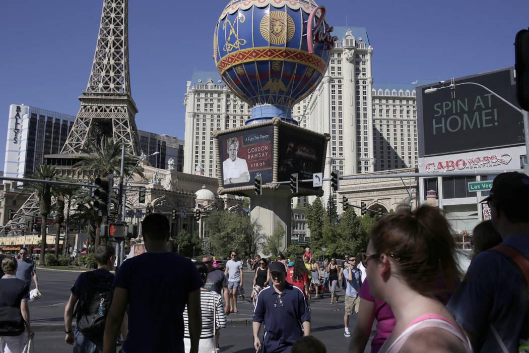 Tourists walk along the Las Vegas Strip in this file photo. (Gabriella Angotti-Jones/Las Vegas Review-Journal) @gabriellaangojo