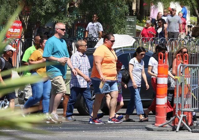 Tourists walk along the Las Vegas Strip in this file photo. (Bizuayehu Tesfaye/Las Vegas Review-Journal Follow @bizutesfaye)