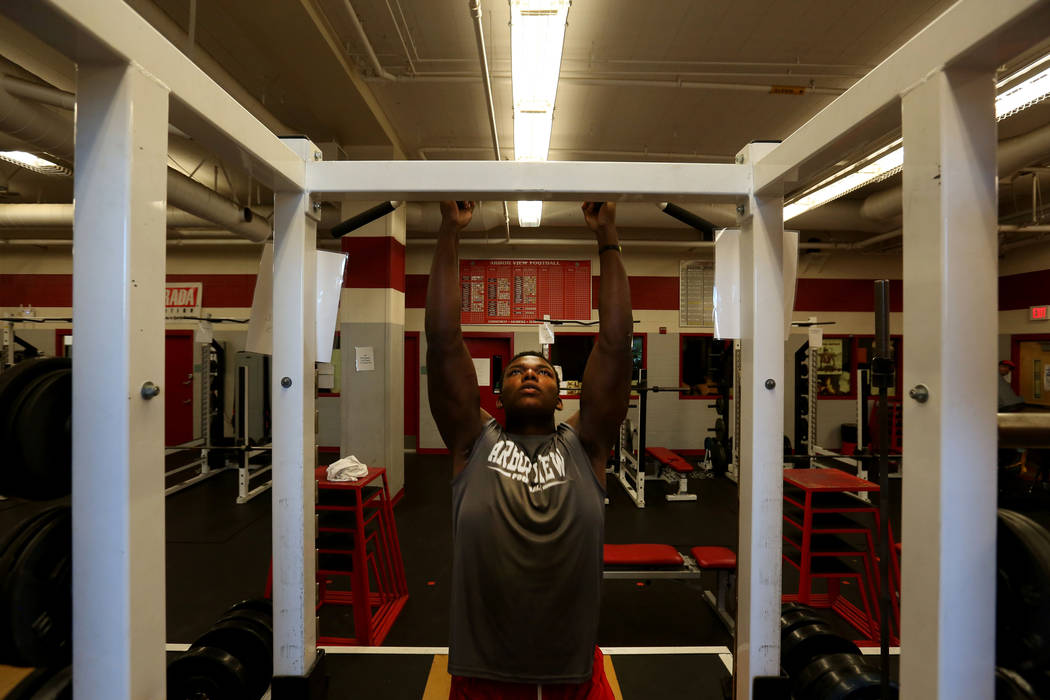 Arbor View's Elijah Wade completes pull-ups at Arbor View high school in Las Vegas, Monday, Oct. 16, 2017. Elizabeth Brumley Las Vegas Review-Journal @EliPagePhoto