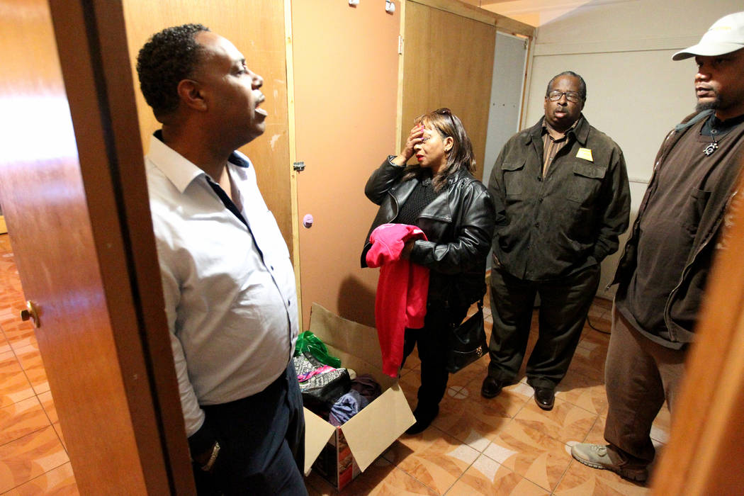 Jersharo Amey, right, talks Wednesday, Feb. 21, 2018, to the family of Rayshauna Roy, from left, father Tony Wright, mother Netshield Roy and uncle Dwayne McCarther, in her room of the Las Vegas & ...