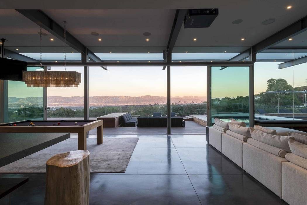 (fer) Purchasing the lot next door, the Sherman Oaks, California, client more than doubled the size of his property. The expanded lot allowed a 2,700-square-foot new construction addition to the o ...