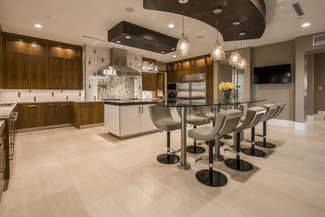 The home features a restaurant-quality custom kitchen. (Shapiro & Sher Group)