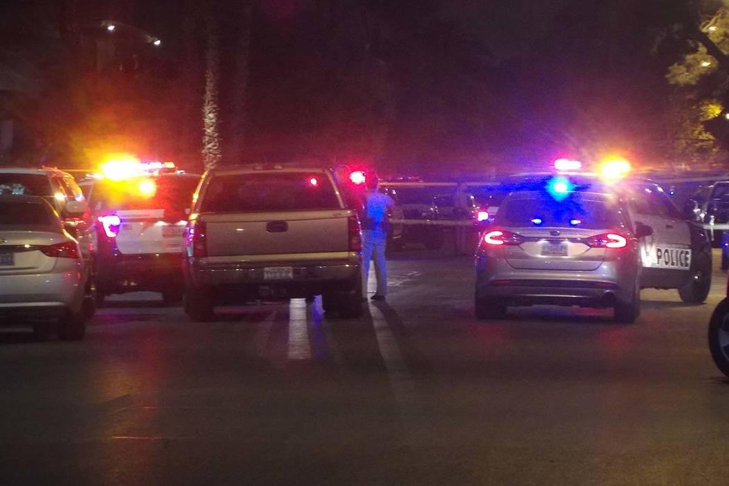 Las Vegas police investigate a shooting on Sherwood Street on Sunday, Feb. 11, 2018. (Max Michor/Las Vegas Review-Journal)