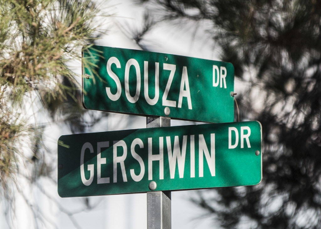 Gershwin Drive and Souza Drive on Wednesday, Dec. 20, 2017, in Las Vegas. Benjamin Hager Las Vegas Review-Journal @benjaminhphoto