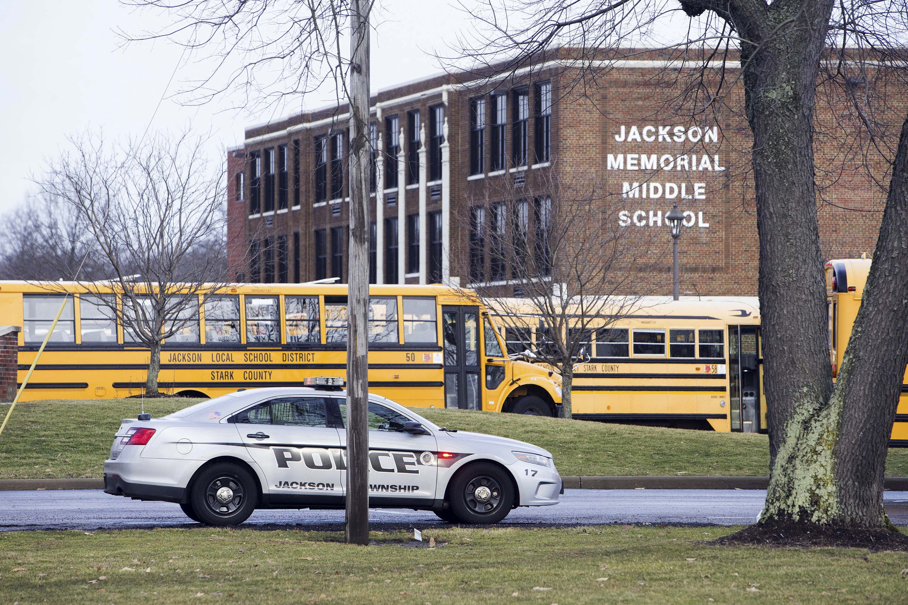 Ohio student shoots wounds self after bringing gun to school – Las