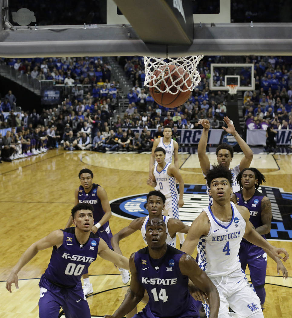 Kansas State an Kentucky players watch a loose ball during the second half of a regional semifinal NCAA college basketball tournament game, Friday, March 23, 2018, in Atlanta. Kansas State won 61- ...