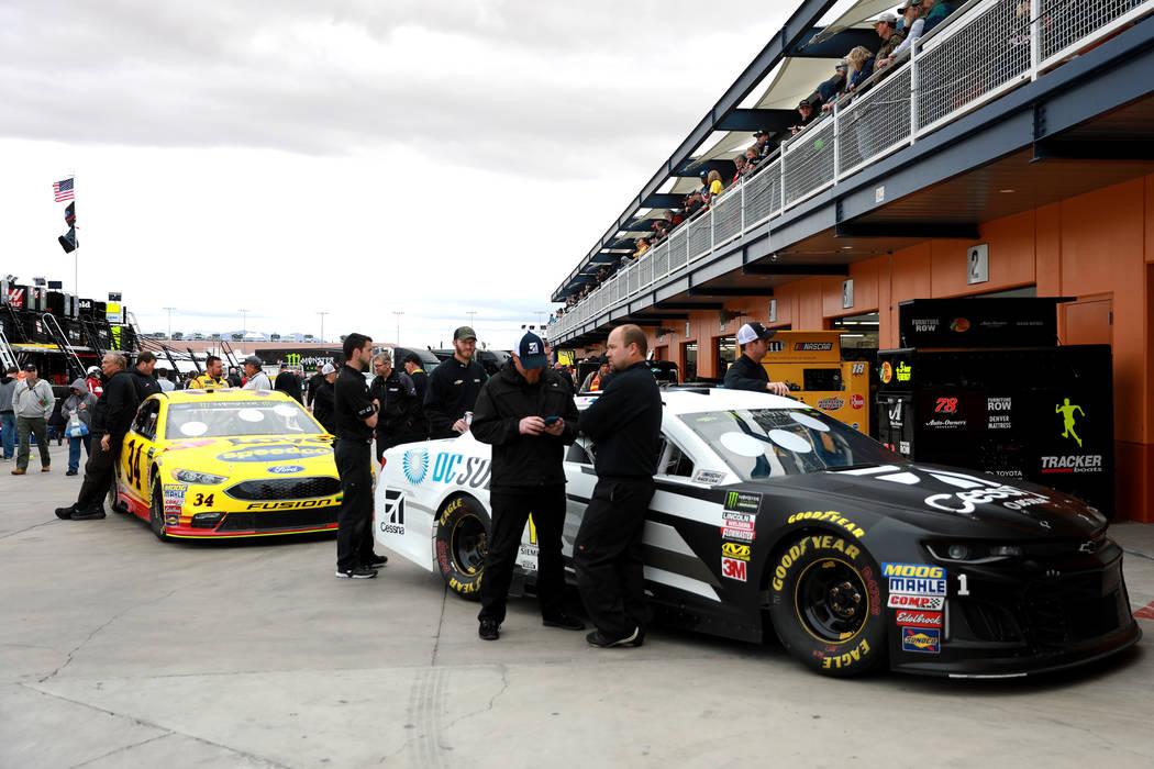 Jamie McMurray's (1) pit crew wait for inspections at the Las Vegas Motor Speedway in Las Vegas on Saturday, March 3, 2018. Andrea Cornejo Las Vegas Review-Journal @DreaCornejo