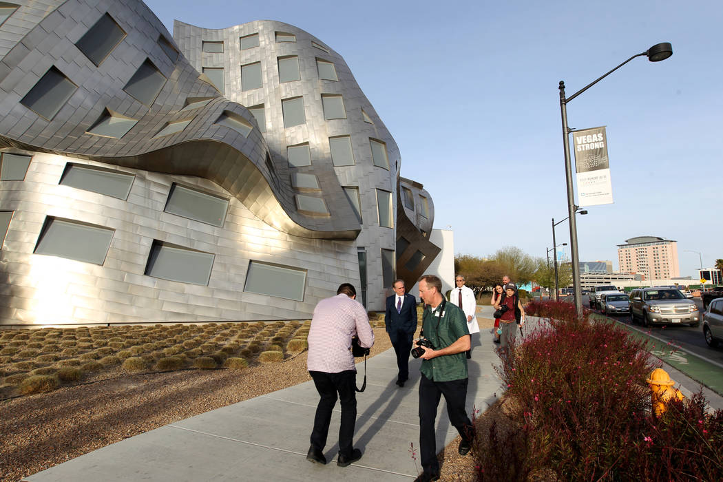 Secretary of Veteran's Affairs David Shulkin, second from left, gets a tour of the Lou Ruvo Center for Brain Health, Cleveland Clinic Friday, March 9, 2018. Shulkin visited the Las Vegas clinic to ...