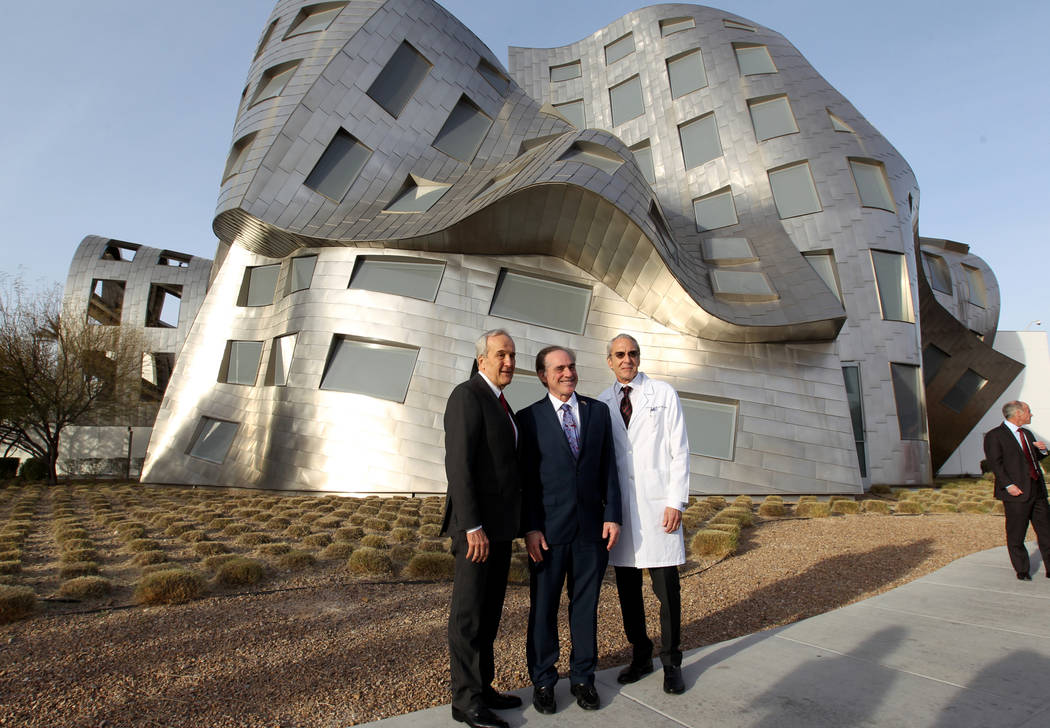 Secretary of Veteran's Affairs David Shulkin, center, at the Lou Ruvo Center for Brain Health, Cleveland Clinic with founder Larry Ruvo, left, and Director Dr. Jeffrey Cummings Friday, March 9, 20 ...