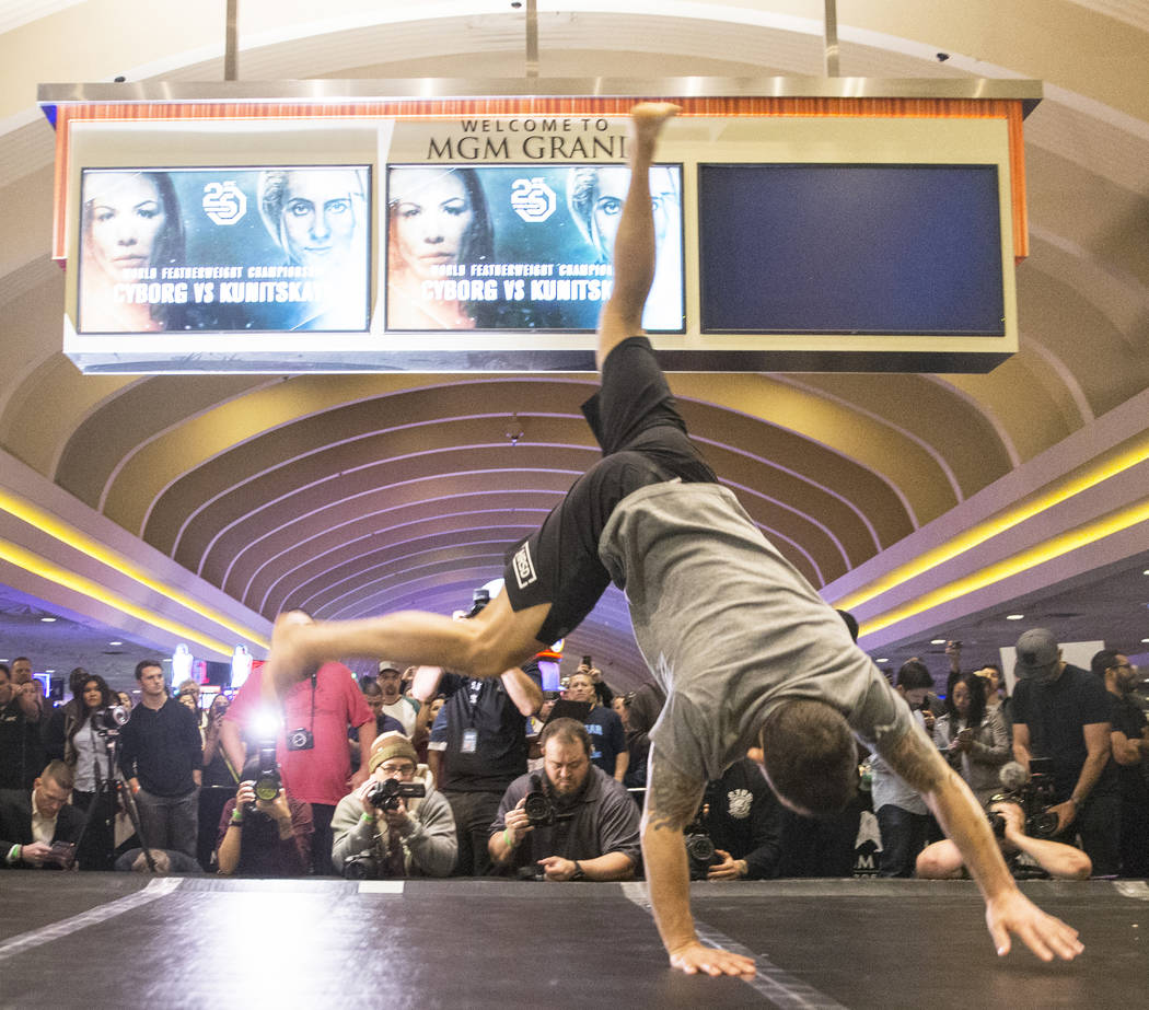 Frankie Edgar, the number two UFC featherweight contender, warms up during open workouts leading up to Saturday's UFC 222 on Thursday, March 1, 2018, at the MGM Grand hotel-casino, in Las Vegas. B ...