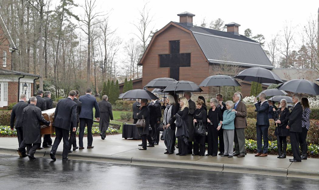 Pallbearers carry the casket of Rev. Billy Graham past family members as it returns to the Billy Graham Library in Charlotte, N.C., Thursday, March 1, 2018. Chuck Burton/AP)