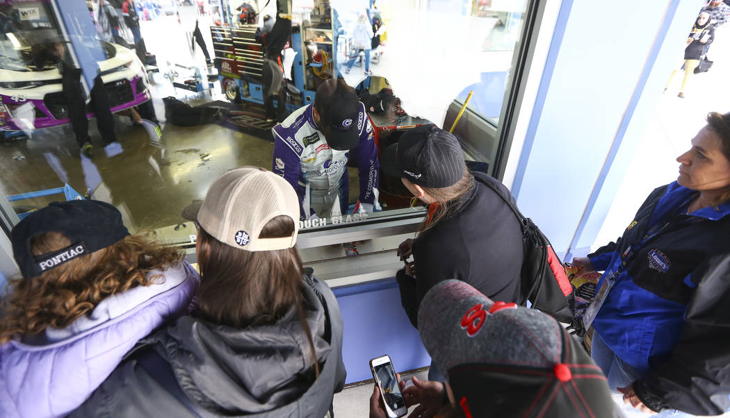 Monster Energy NASCAR Cup Series driver Darrell Wallace Jr. (43) signs autographs at the Las Vegas Motor Speedway in Las Vegas on Saturday, March 3, 2018. Chase Stevens Las Vegas Review-Journal @c ...