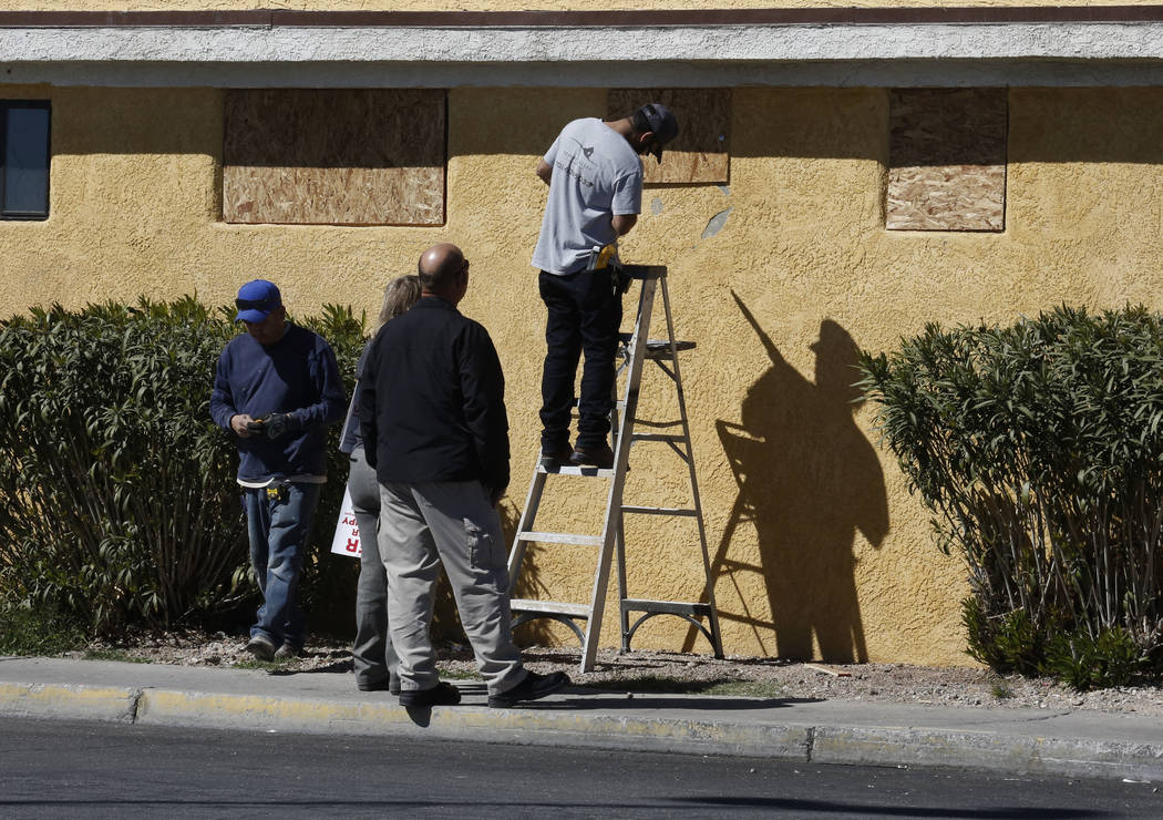 Workers board up windows with plywood at Las Haciendas Apartments at 2504 Las Vegas Blvd. North on Monday, March 5, 2018. Twenty-five families were evicted from their apartments. Bizuayehu Tesfaye ...