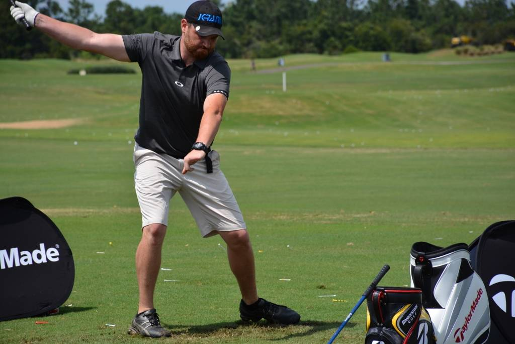 Jason Aken hits drives 300 yards or more using only his right arm, due to a work place injury when he lost three fingers on his left hand. He defends his arm-unassisted division championship Wedne ...