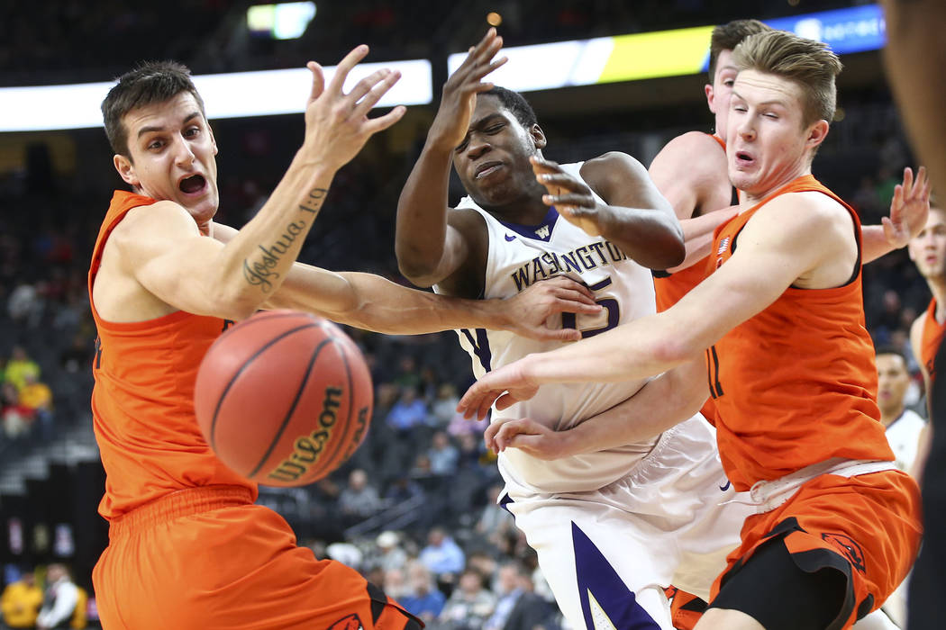 Washington Huskies forward Noah Dickerson (15) reaches for a loose ball between Oregon State Beavers forward Seth Berger, left, and Oregon State Beavers guard Zach Reichle (11) during the Pac-12 b ...