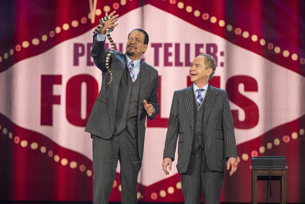 """Penn & Teller: Fool Us – """"Penn & Teller Snake Their Chances"""" (Jacob Kepler/The CW )"""