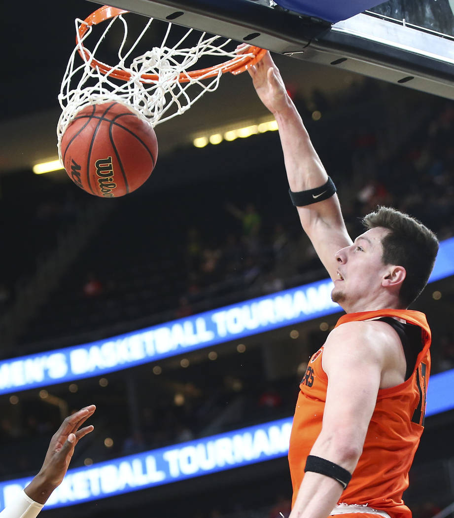 Oregon State Beavers forward Drew Eubanks (12) dunks against the USC Trojans during the Pac-12 basketball tournament at T-Mobile Arena in Las Vegas on Thursday, March 8, 2018. Chase Stevens Las Ve ...